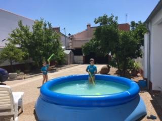 piscina de niños en la casa rural valle secreto en caceres